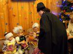 Вручение подарков детям из приюта - увеличить